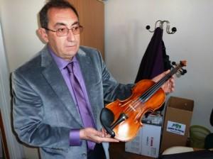 Rudi Vučić s vrijednom violinom obitelji Merlak